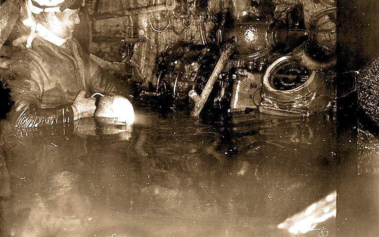 Шкуратовский в центральном посту затонувшей ПЛ
