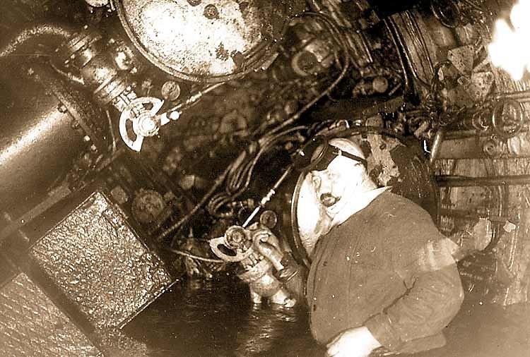 Валентин Кузнецов в торпедном отсеке затонувшей ПЛ