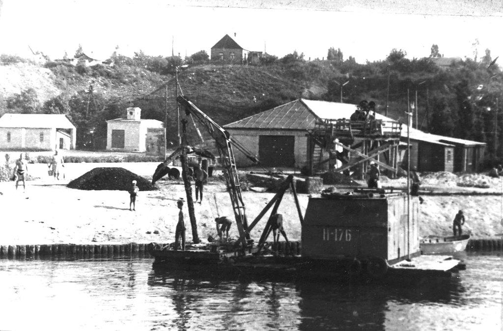 Выгрузка якоря в порту Очакова