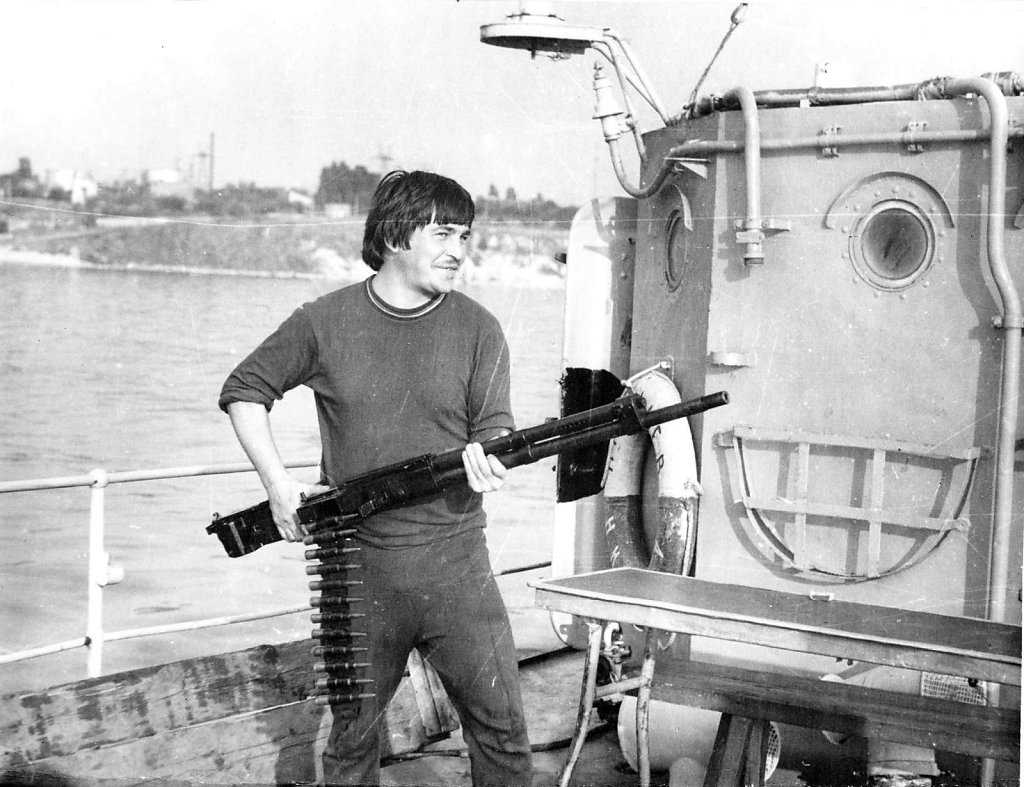 Александр Бондарец с пулеметом с ИЛ-4