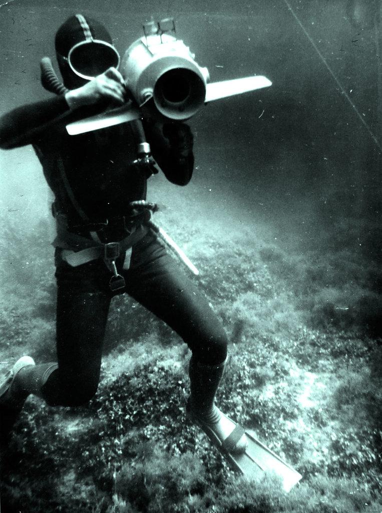 Аквлангист с боксом под кинокамеру «Красногорск»