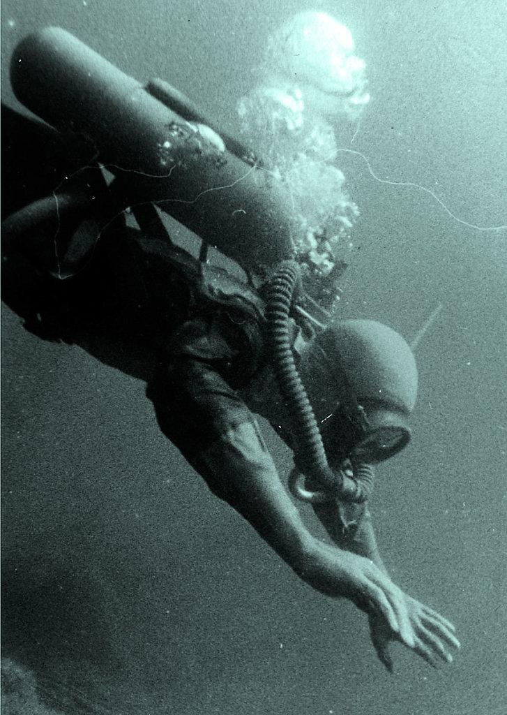 аквалангист идет на погружение!