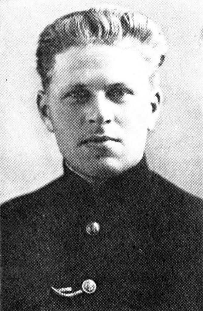 Командир эсминца ФРУНЗЕ капитан-лейтенант Павел Андреевич Бобровников