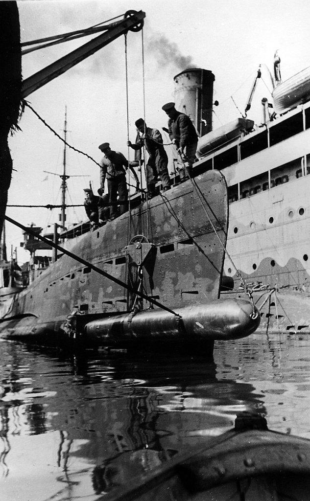 Погрузка торпед на ПЛ #2