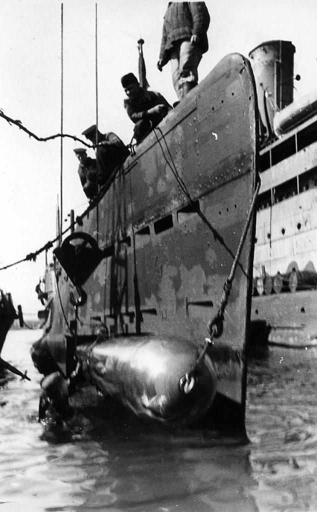 Погрузка торпед на ПЛ #3