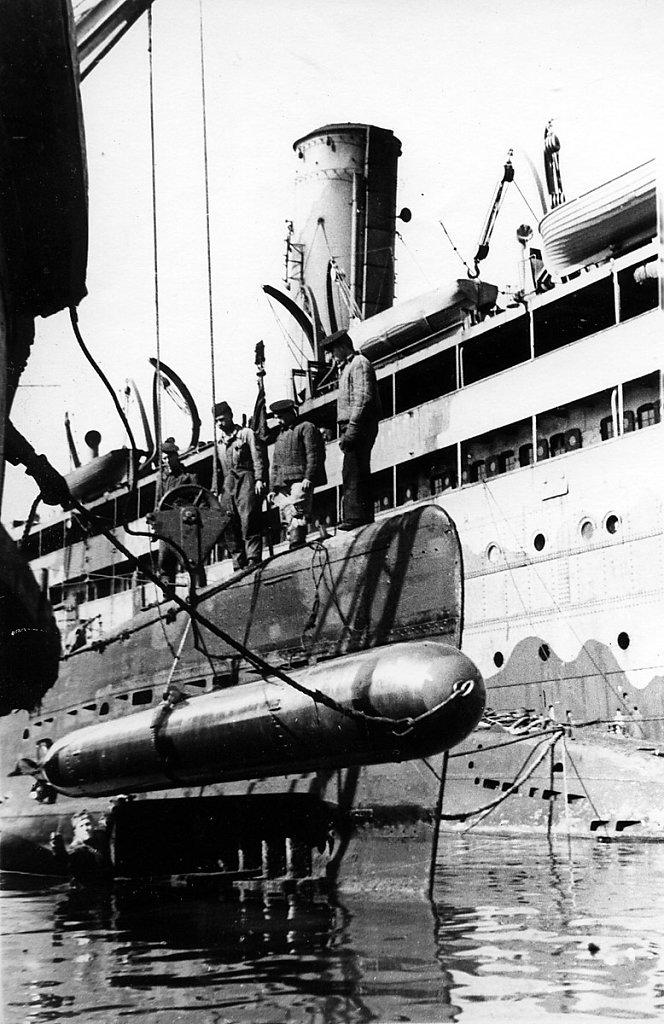 Погрузка торпед на ПЛ #1