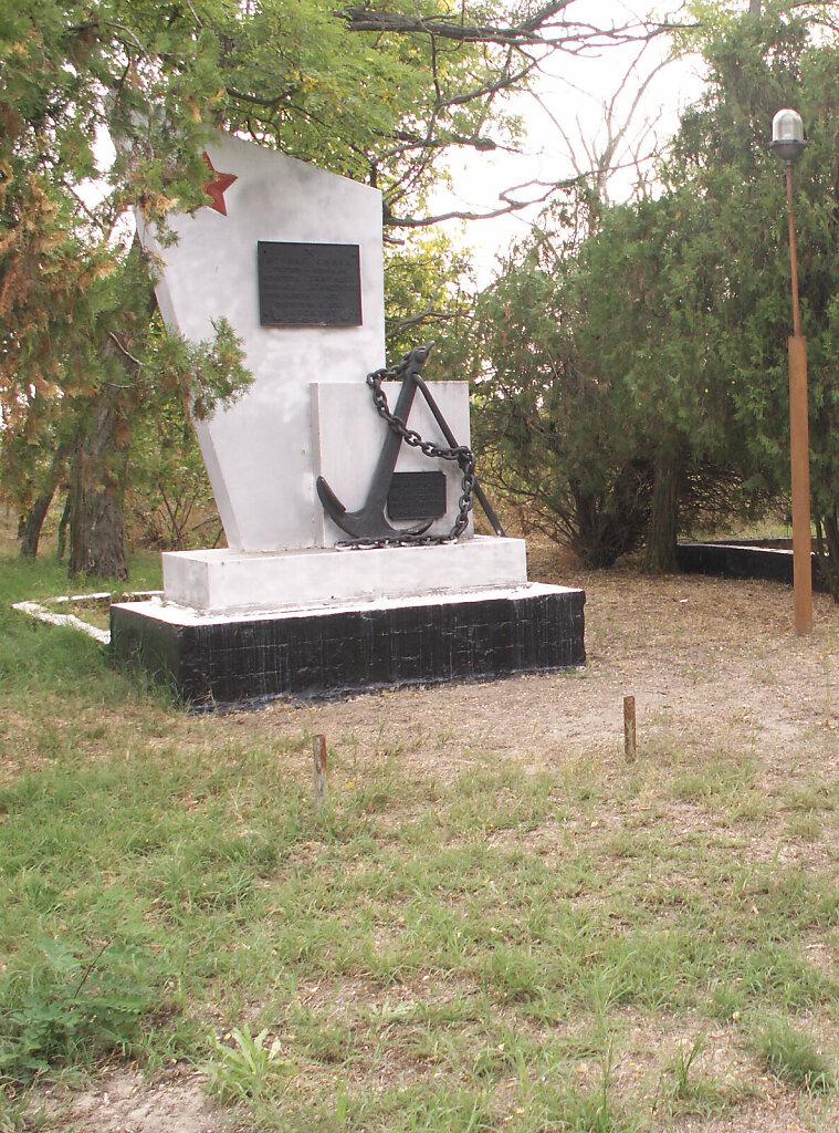 Памятник монитору «Ударный» у села Покровка в 2011 году