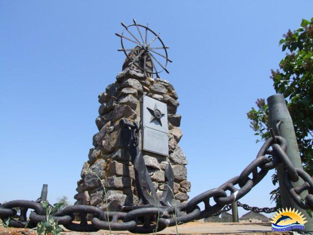 Памятник морякам ТБУ на Тендровской косе