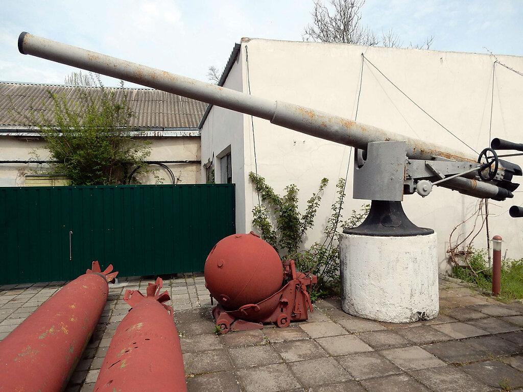 102-мм орудие главного калибра ЭМ ФРУНЗЕ в Очаковском историческом музее им. Суворова #1