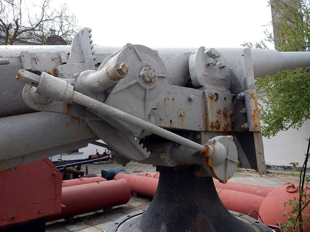102-мм орудие главного калибра ЭМ ФРУНЗЕ в Очаковском историческом музее им. Суворова #6