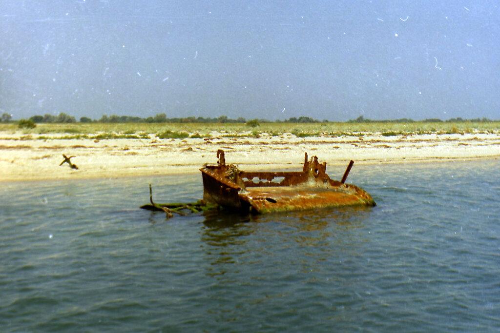 Боевая рубка ЭМ ФРУНЗЕ на отмели в Тендровском заливе #3