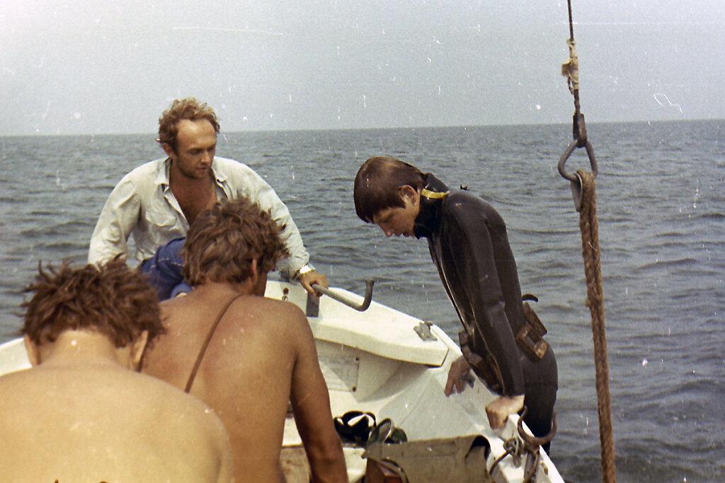Ныряльщик залазит в ЯЛ-6