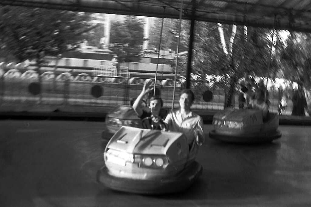 Женя Ефимов и Витя Боев на машинке