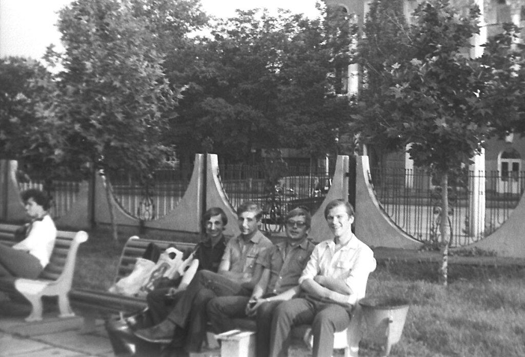 На скамейке в городке СКАЗКА