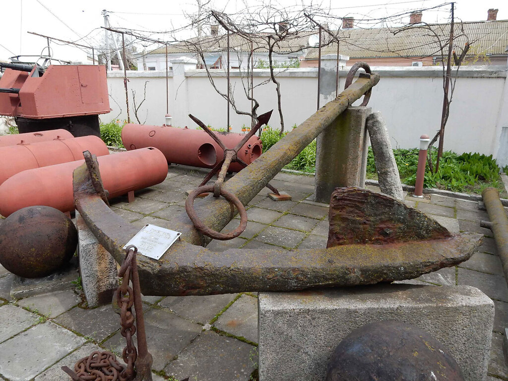 Якорь фрегата на современной площадке музея Суворова в Очакове